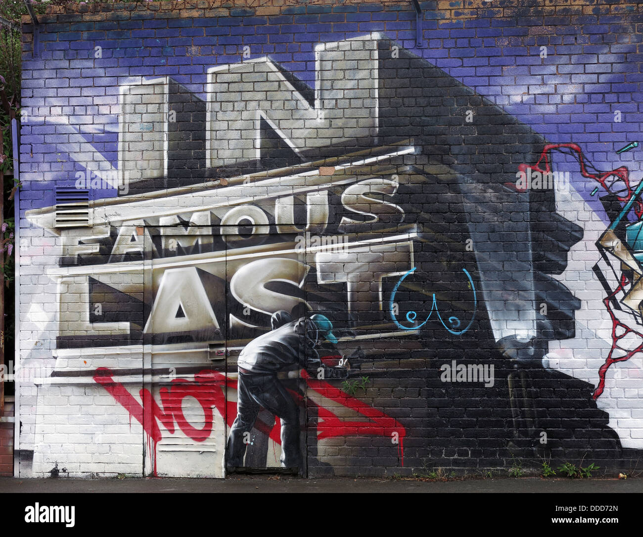 Laden Sie dieses Alamy Stockfoto Graffiti auf leere Bürogebäude, Obere Parliament Street, Liverpool, Merseyside, North West England, Großbritannien - DDD72N