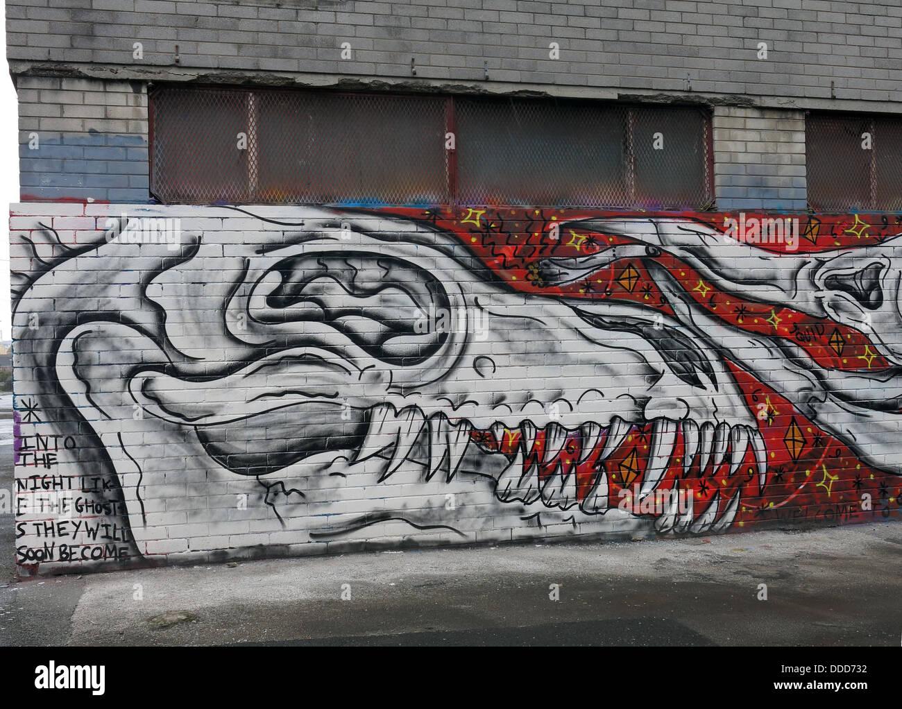 Laden Sie dieses Alamy Stockfoto Graffiti auf leere Bürogebäude, Obere Parliament Street, Liverpool, Merseyside, North West England, Großbritannien - DDD732