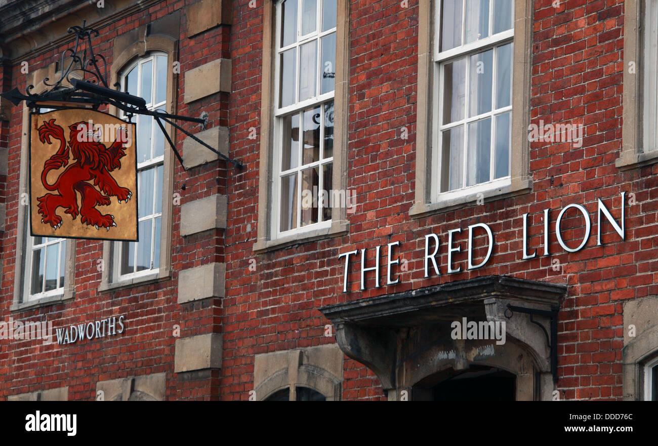 Laden Sie dieses Alamy Stockfoto Das Red Lion Pub Lacock, Chippenham, Wiltshire, Südwestengland, SN15 2LQ - DDD76C