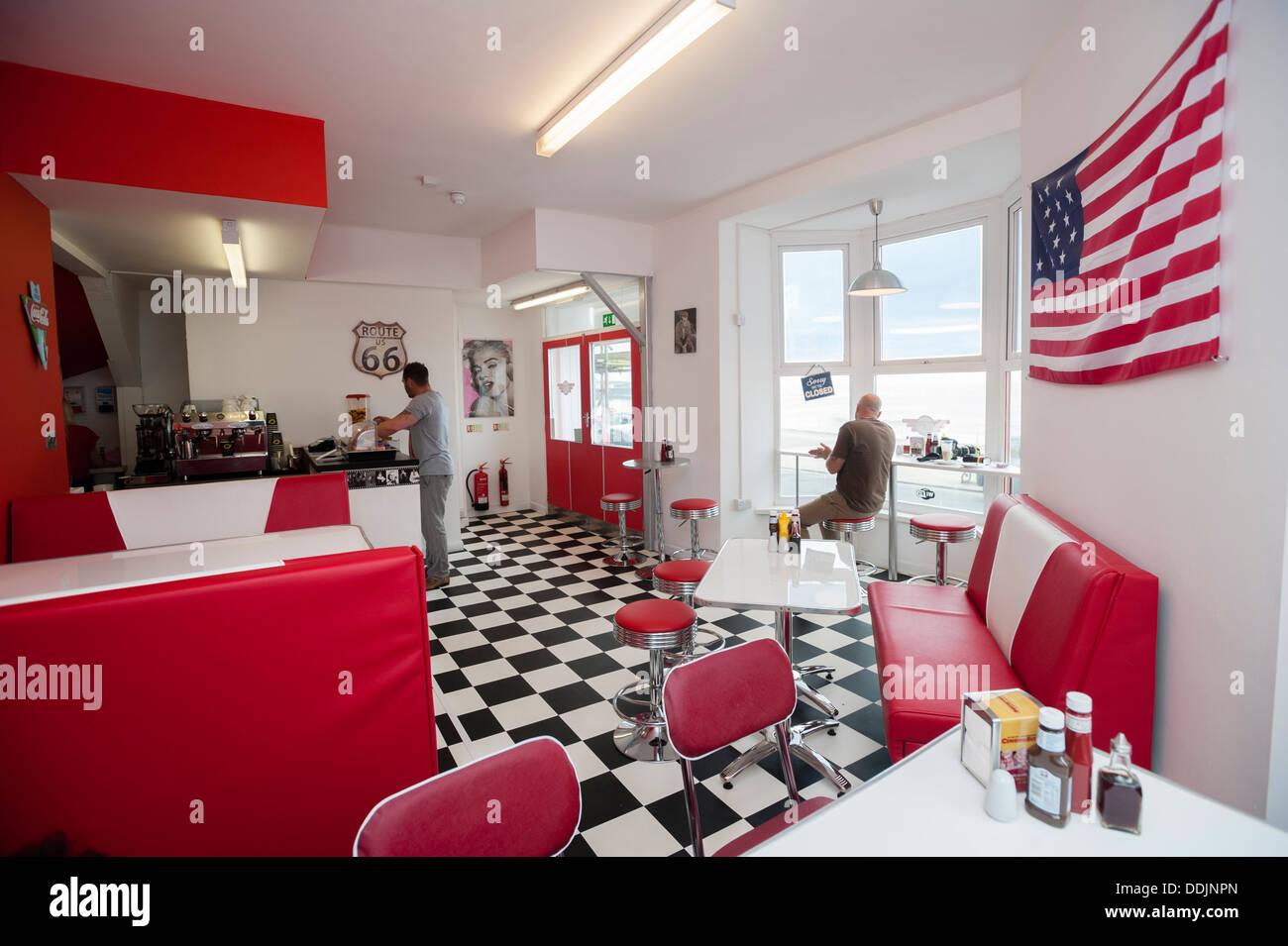 Interieur, TY es amerikanisches retro 50er Jahre Diner Café, Aberystwyth Wales UK. Stockbild