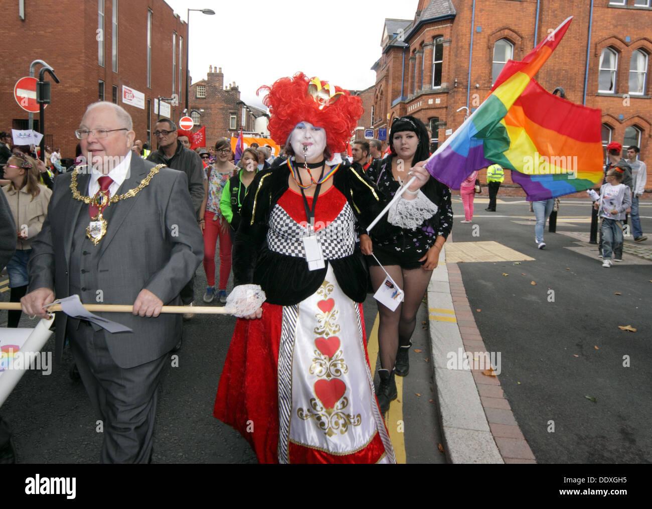 Laden Sie dieses Alamy Stockfoto Herr Bürgermeister, Warrington LGBT Pride event, September im Stadtzentrum, Cheshire, England, Großbritannien - DDXGH5