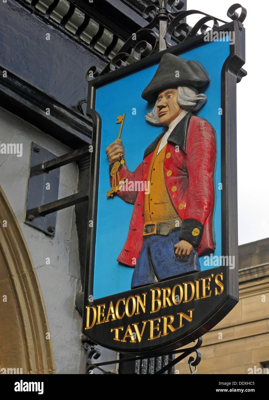 Laden Sie dieses Alamy Stockfoto Diakon Brodies Taverne Zeichen, Royal Mile, EDN, Stadt von Edinburgh, Schottland, UK - DDXHC5