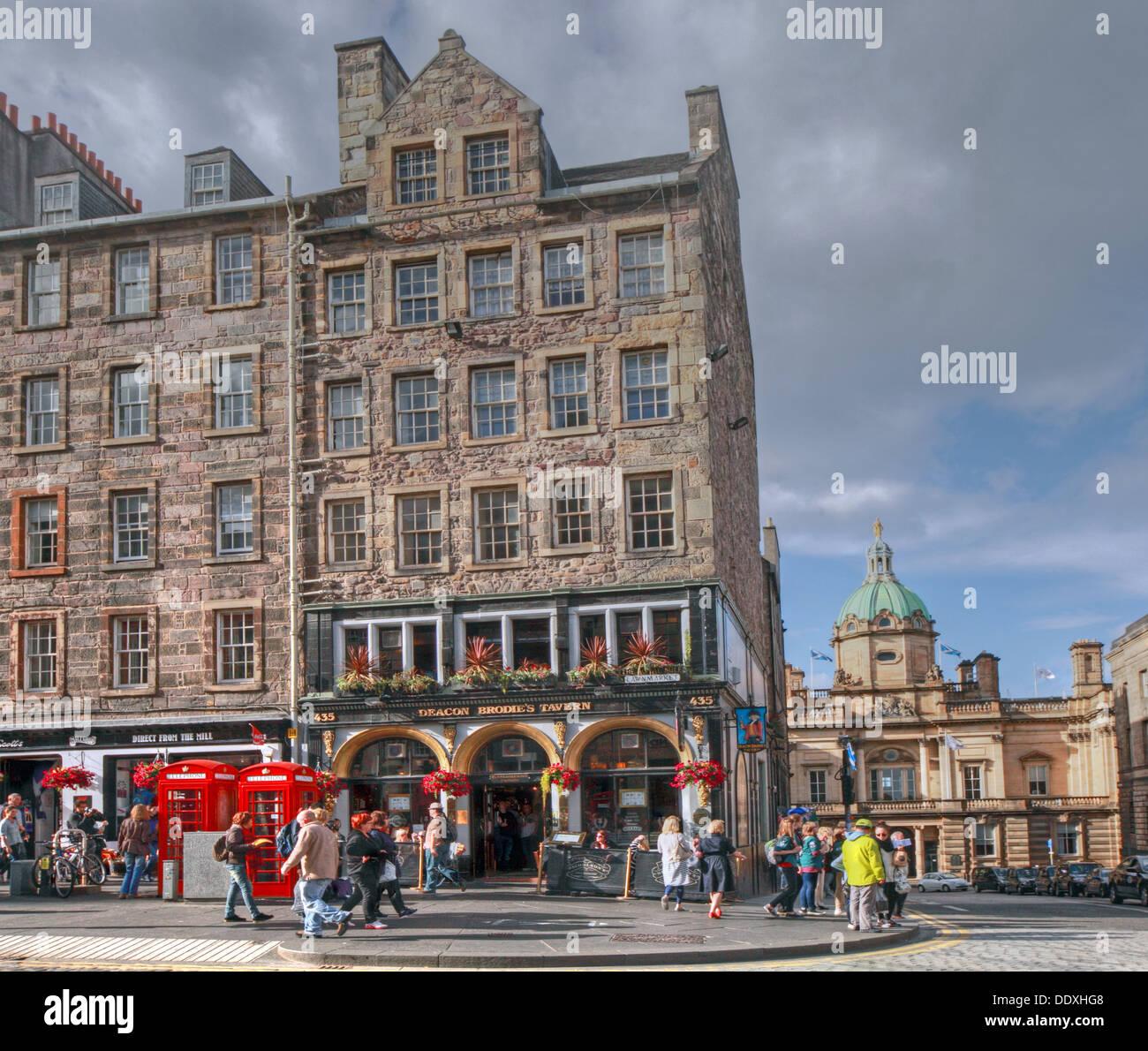 Laden Sie dieses Alamy Stockfoto Diakon Brodies Taverne, Royal Mile, EDN, Stadt von Edinburgh, Schottland - von High Street - DDXHG8
