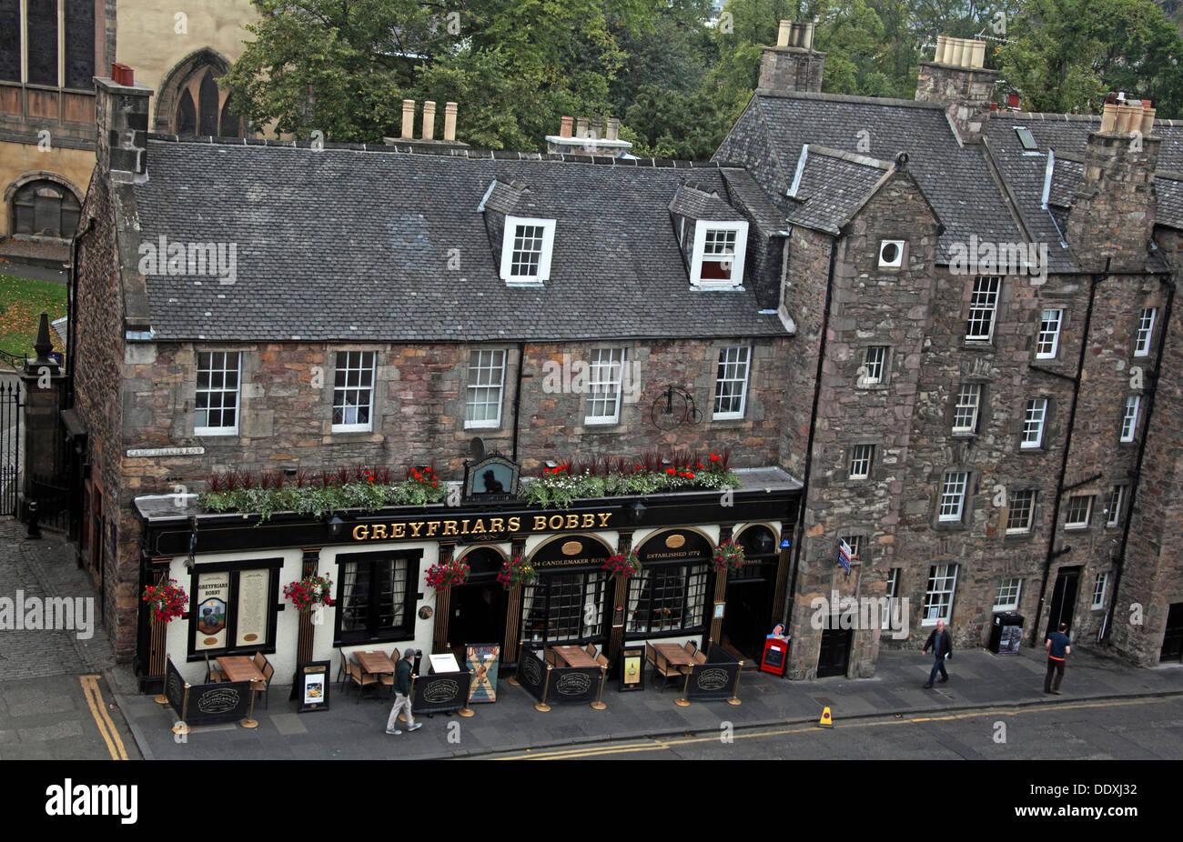 Laden Sie dieses Alamy Stockfoto Auf Greyfriars Bobby Pub von oben, die Hauptstadt Edinburgh, Schottland Großbritannien - DDXJ32
