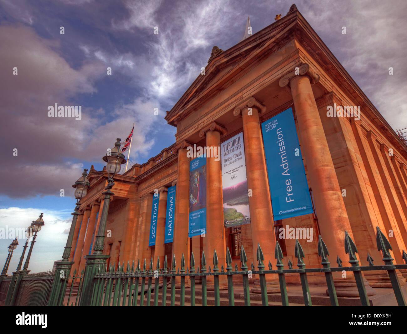 Laden Sie dieses Alamy Stockfoto Nationalen Galerien von Schottland Edinburgh Stadt auf dem Hügel, UK - DDXKBH