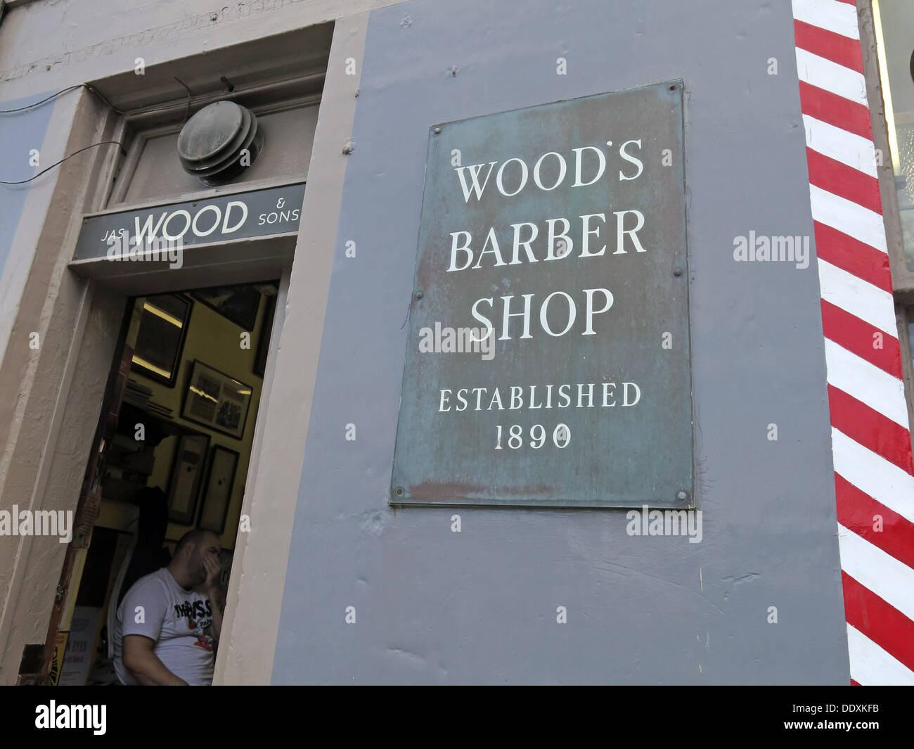 Laden Sie dieses Alamy Stockfoto Woods Barber Shop, Drummond St, Edinburgh, Scotland, UK - DDXKFB