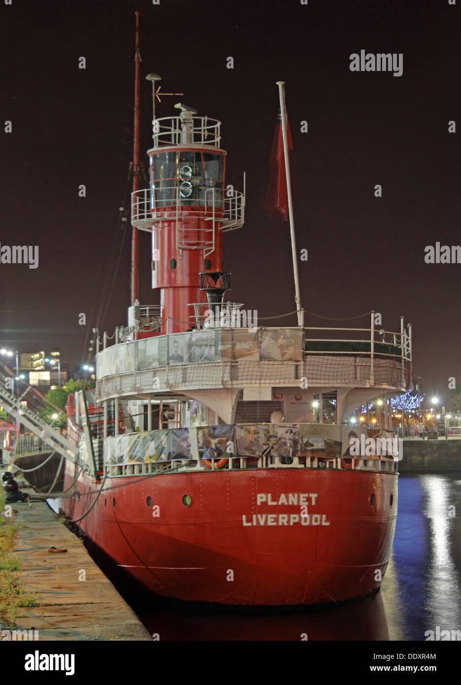 Laden Sie dieses Alamy Stockfoto Der Planet oder LV23 Licht Schiff, rote Feuerschiff, Liverpool Docks, Mersey - DDXR4M