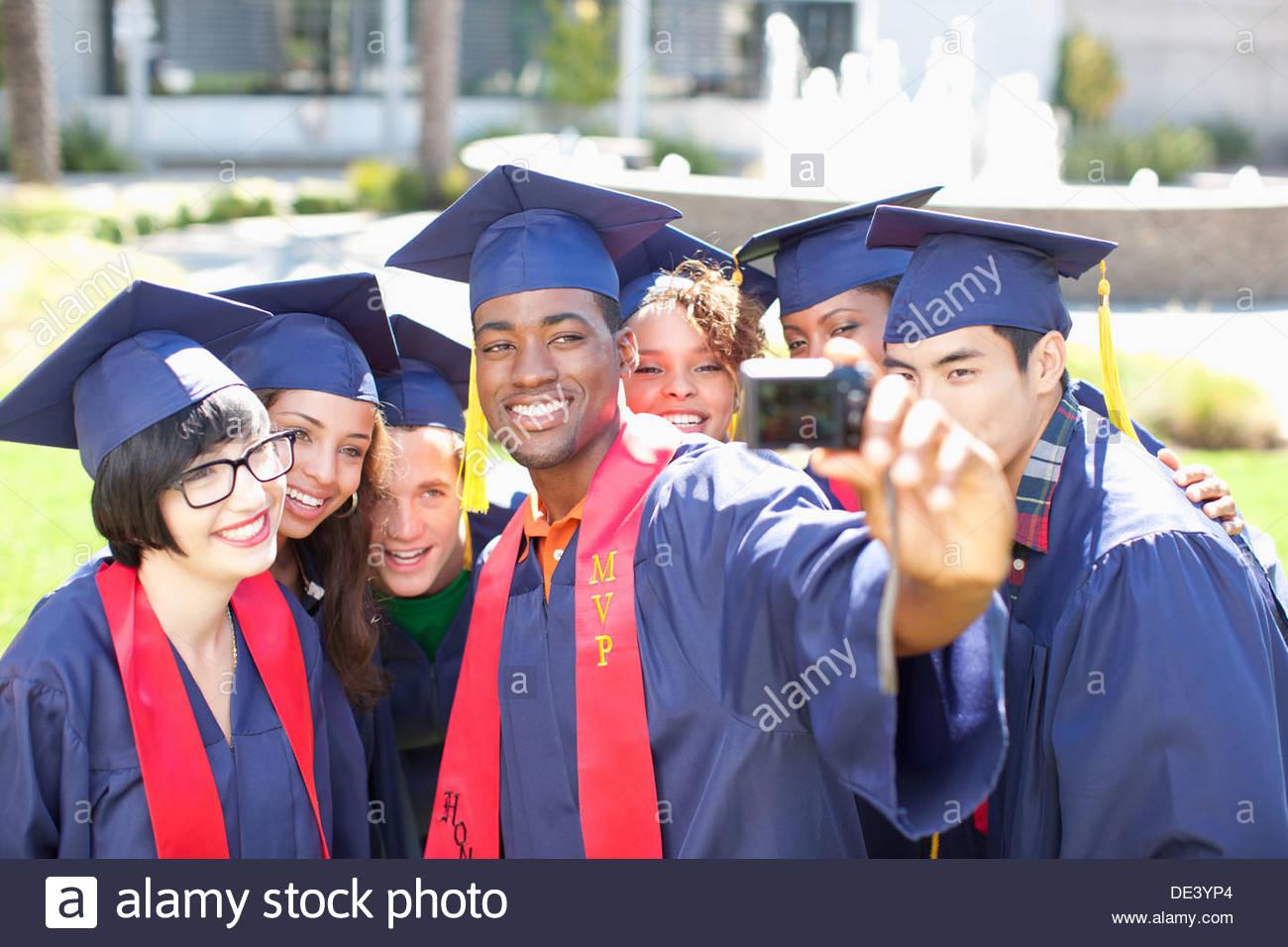Absolventen, die Aufnahme von sich selbst Stockbild