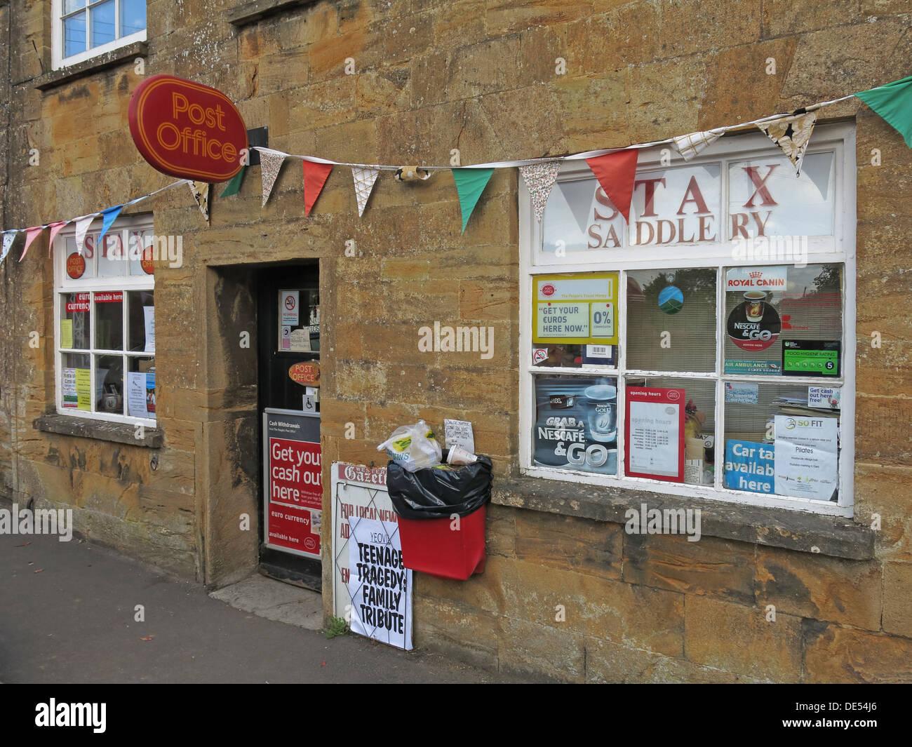 Laden Sie dieses Alamy Stockfoto Montecute Postamt & Stax Saddery, Dorf, South Somerset, England, UK TA15 6XD - DE54J6