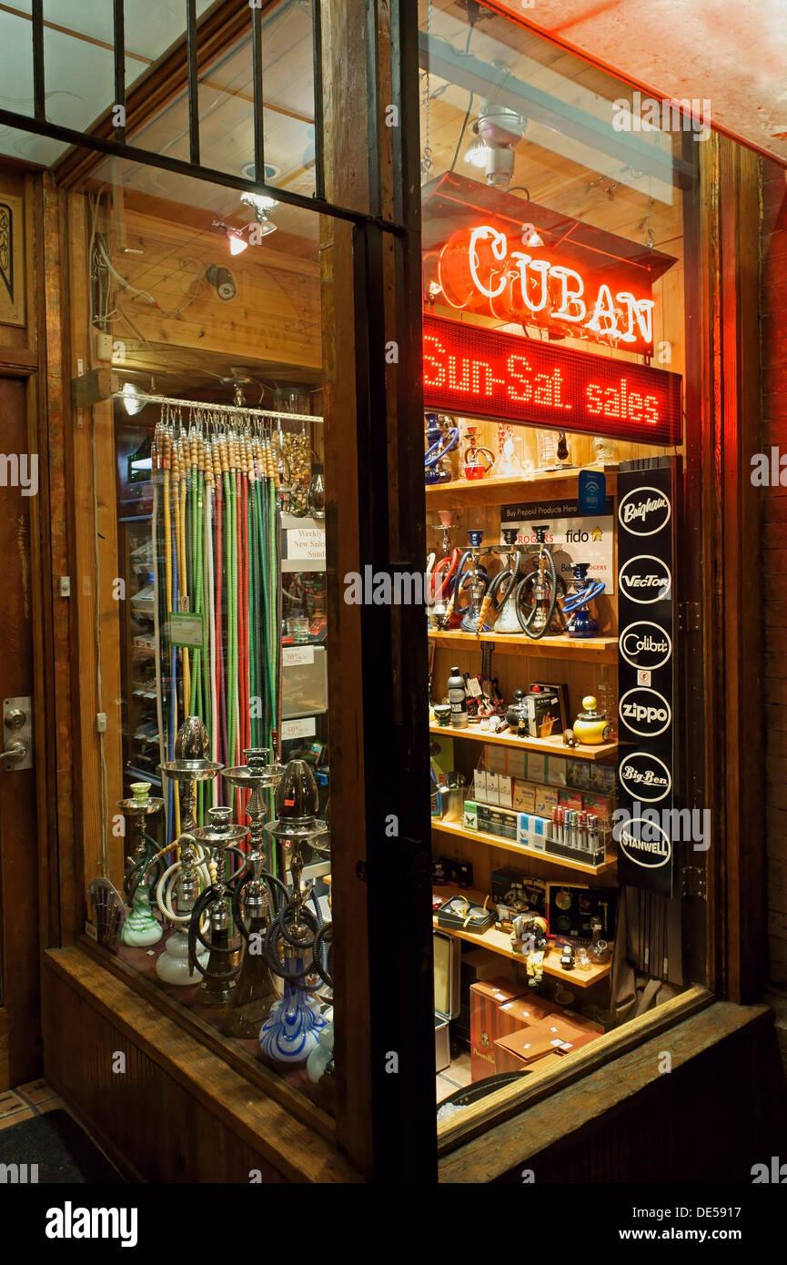 Speichern Sie Verkauf kubanische Zigarren, Wasserpfeifen und andere Rauchen Vorräte in Gastown, Vancouver, Stockbild