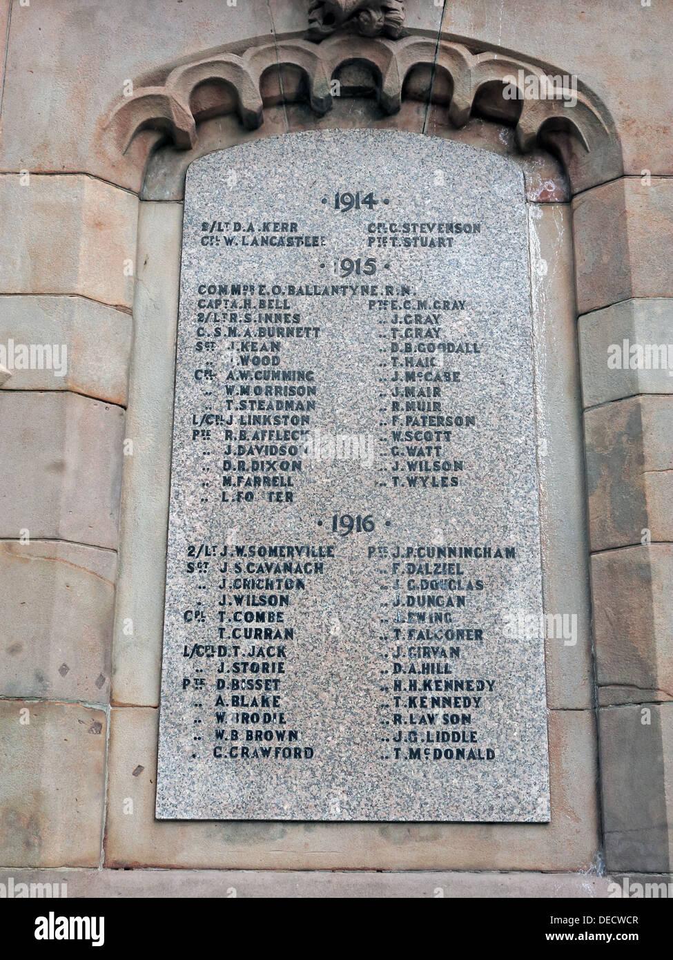 Laden Sie dieses Alamy Stockfoto Inschriften auf Dalkeith Kriegerdenkmal 1914-19, Midlothian, Scotland, UK - Liste der Männer - DECWCR