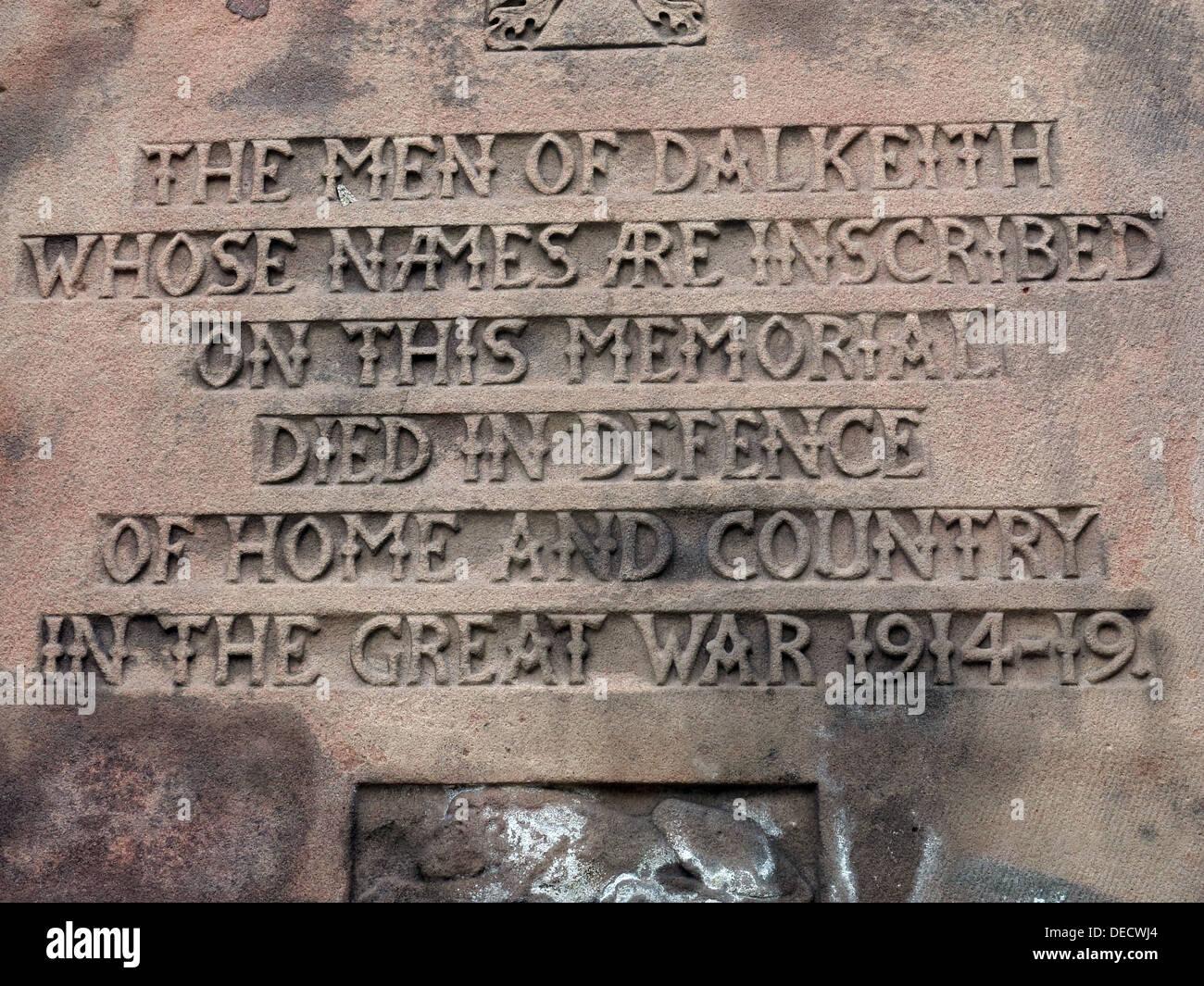 Laden Sie dieses Alamy Stockfoto Inschriften auf Dalkeith Krieg Denkmal 1914-19, Midlothian, Scotland, UK - DECWJ4