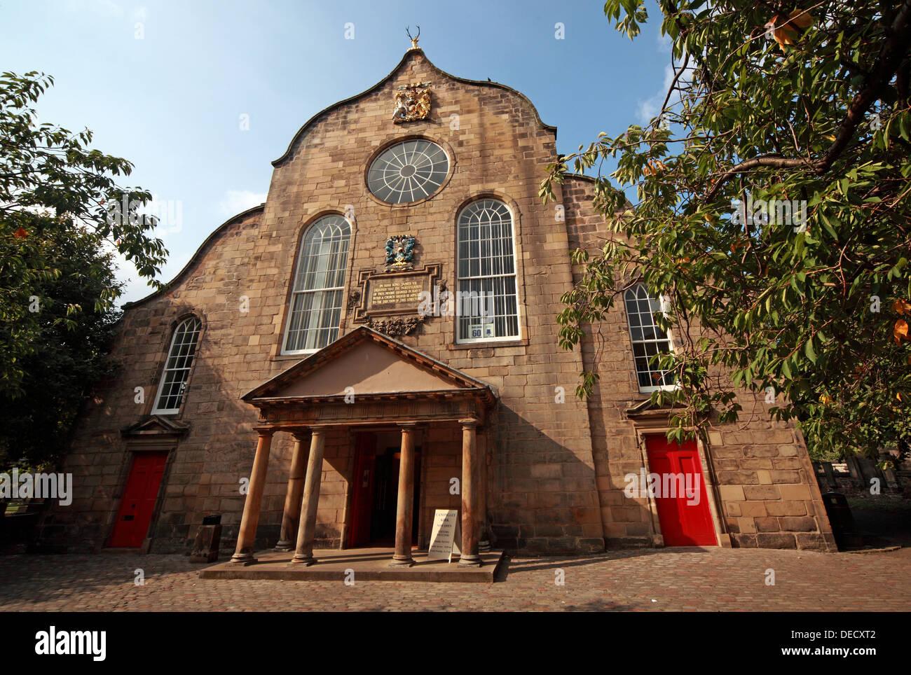 Laden Sie dieses Alamy Stockfoto Canongate Kirk Kirche Edinburgh Royal Mile, Schottland, UK außen - DECXT2