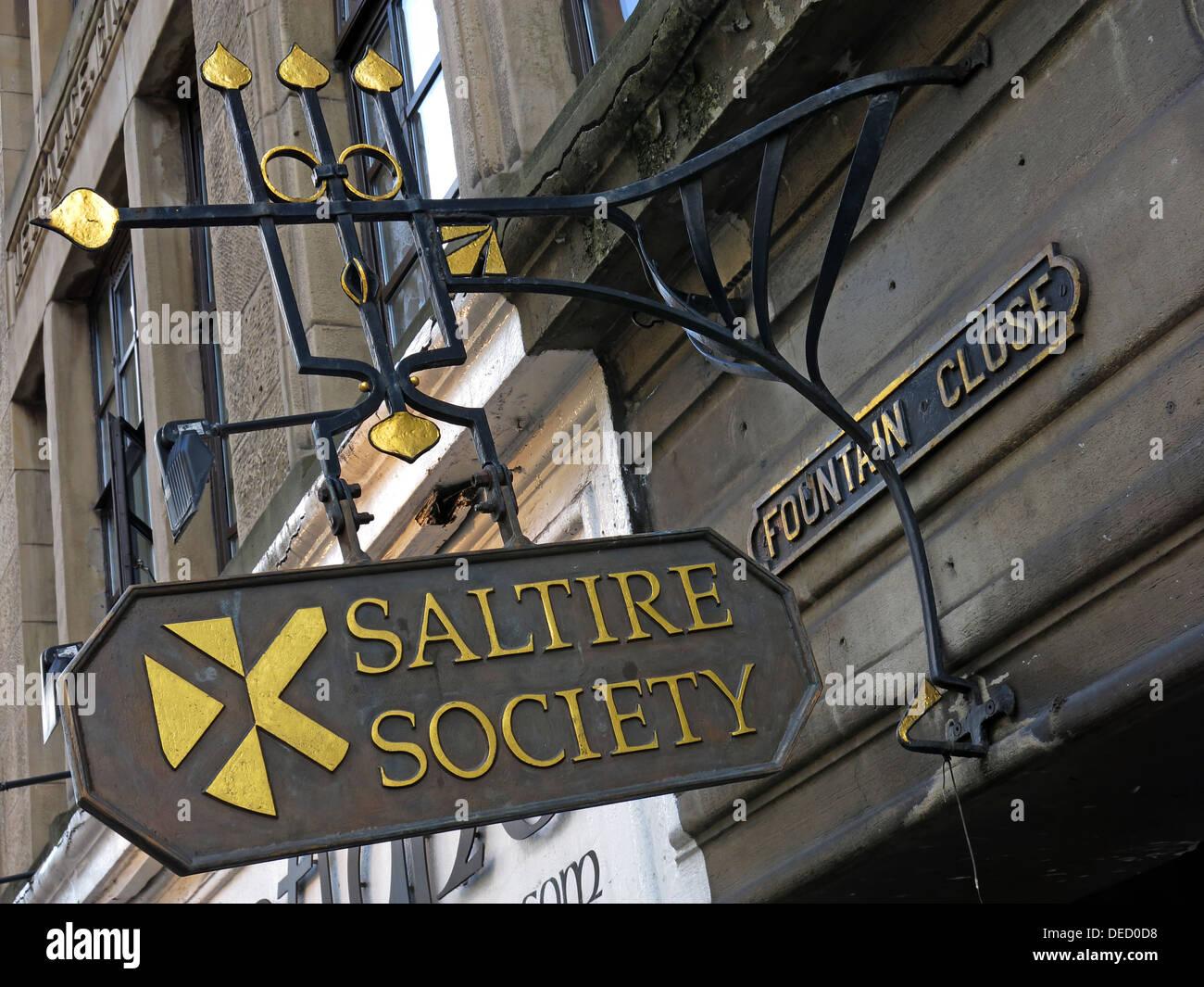 Laden Sie dieses Alamy Stockfoto Saltire Society Zeichen & Büro Brunnen enge hohe St Royal Mile Edinburgh City Schottland, Vereinigtes Königreich - DED0D8