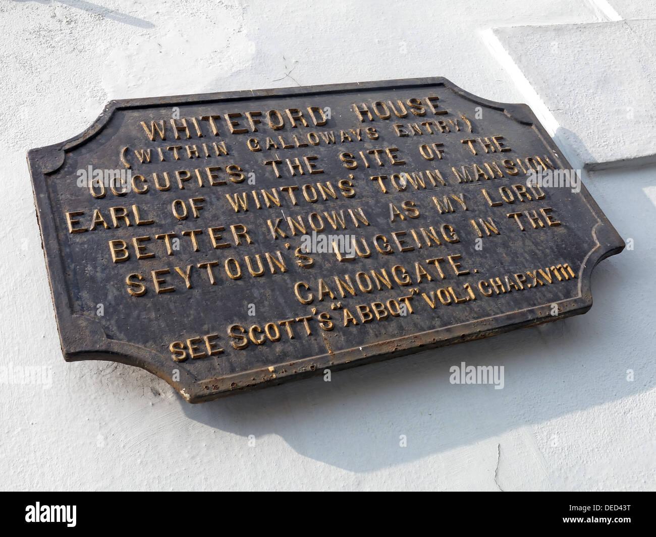 Laden Sie dieses Alamy Stockfoto Whiteford Haus Plaque, Canongate, Holyrood Edinburgh Schottland - DED43T