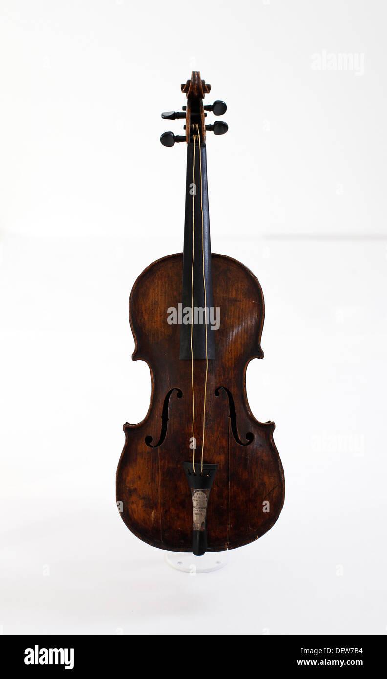 Die Geige gespielt von Kapellmeister Wallace Hartley während der letzten Momente vor dem Untergang der Titanic Stockbild