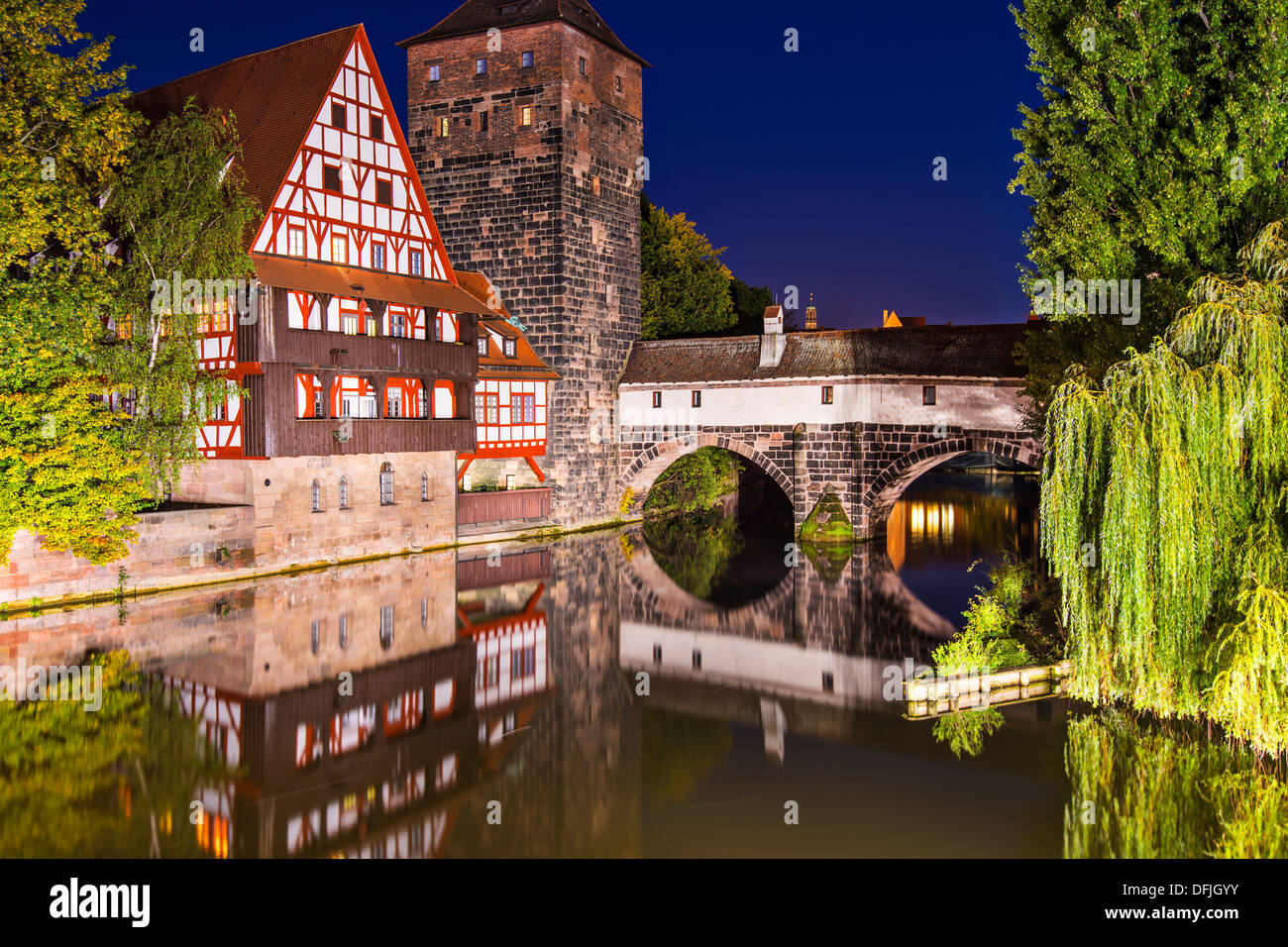 Des Henkers Bridge bei Nacht, Nürnberg, Deutschland Stockbild