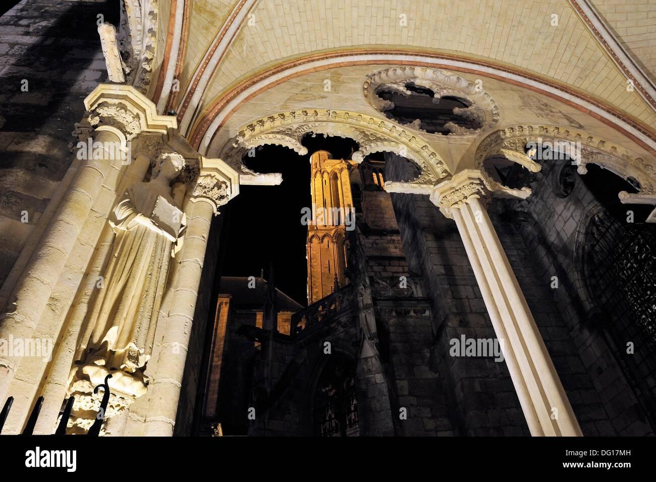 Veranda Südportal, Kathedrale Saint Stephen, Bourges, Cher Abteilung Berry Provinz, Region Centre, Frankreich, Stockbild