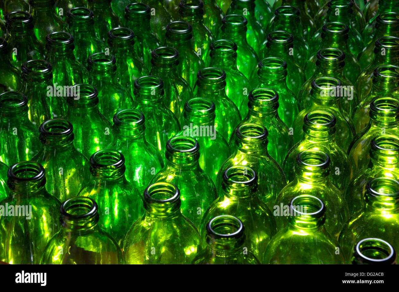 Leere grüne Bierflaschen Stockbild