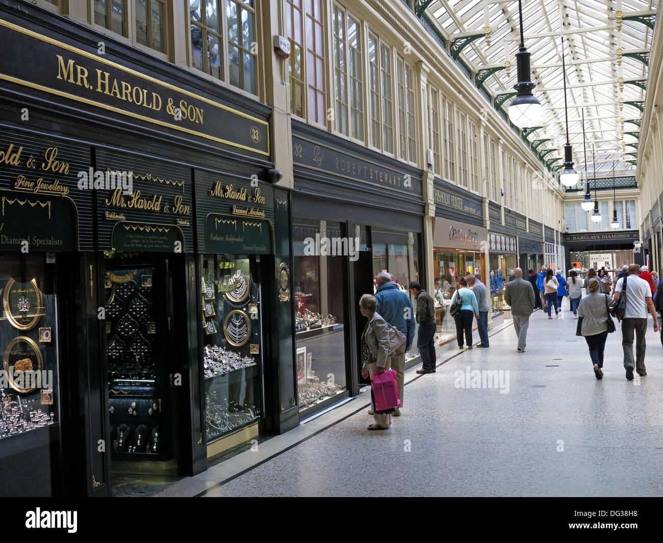Laden Sie dieses Alamy Stockfoto Herr Harold & Söhne Shop in Argyll Arcade viktorianischen Glasgow Shopping-Mall, Schottland, Großbritannien - DG38H8