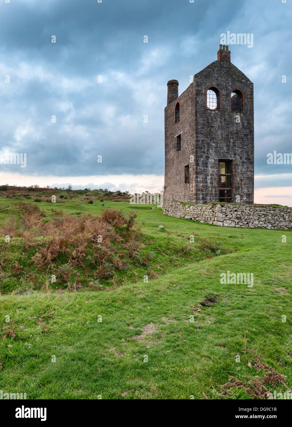 old cornish tin mine stockfotos old cornish tin mine bilder alamy. Black Bedroom Furniture Sets. Home Design Ideas