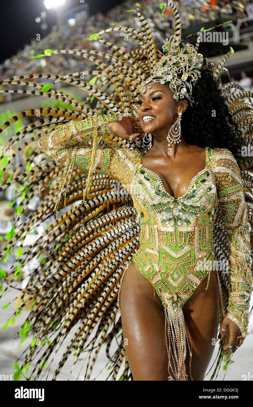 Samba-Tänzerin, Schauspielerin Cris Viana, Königin der Trommel-Sektion, Rainha da Bateria, Parade von Stockbild