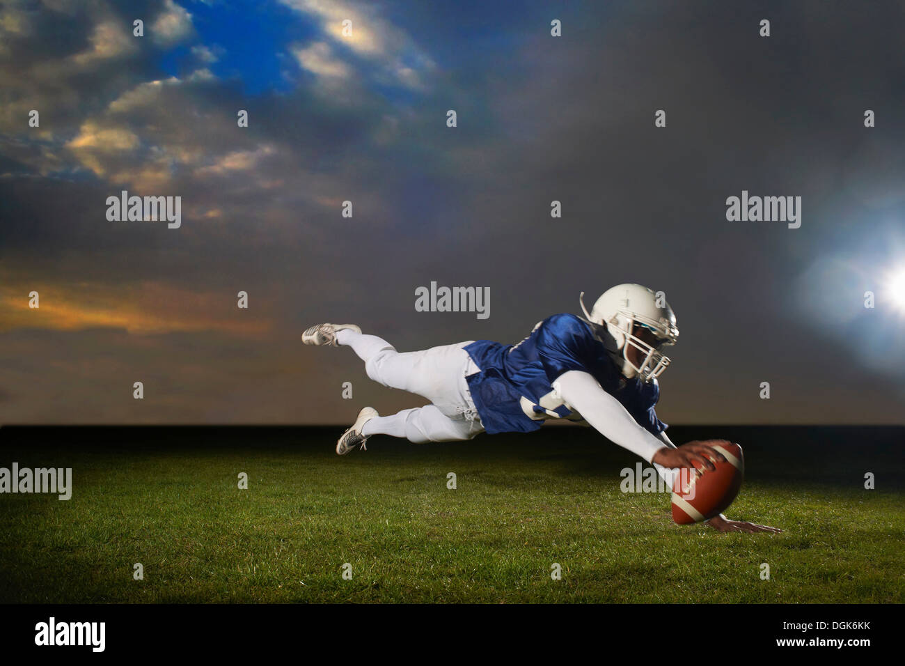 US-amerikanischer Footballspieler für Touch reichend Stockbild