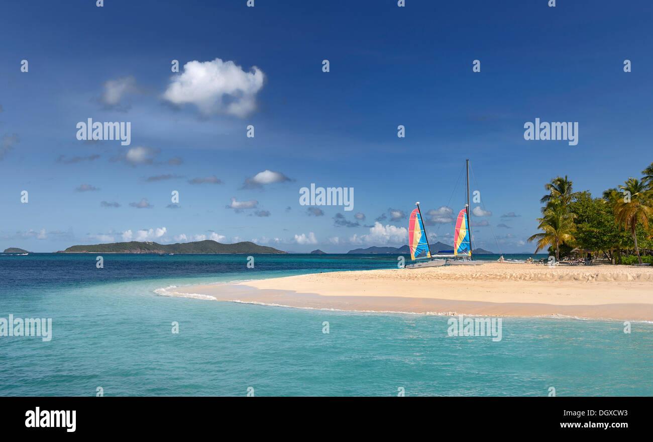 Landzunge mit Segelbooten auf das Karibische Meer, Grenadinen, Karibik, St. Lucia Stockbild