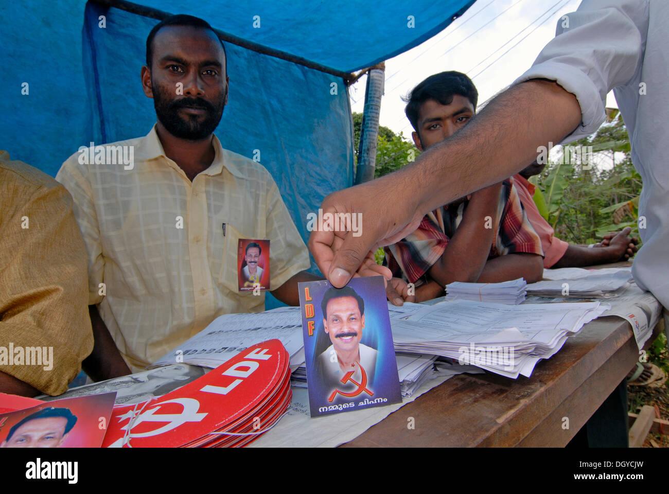 Anhänger der kommunistischen Partei von Thekkady, Kerala, Südindien, Kerala, Indien Stockbild