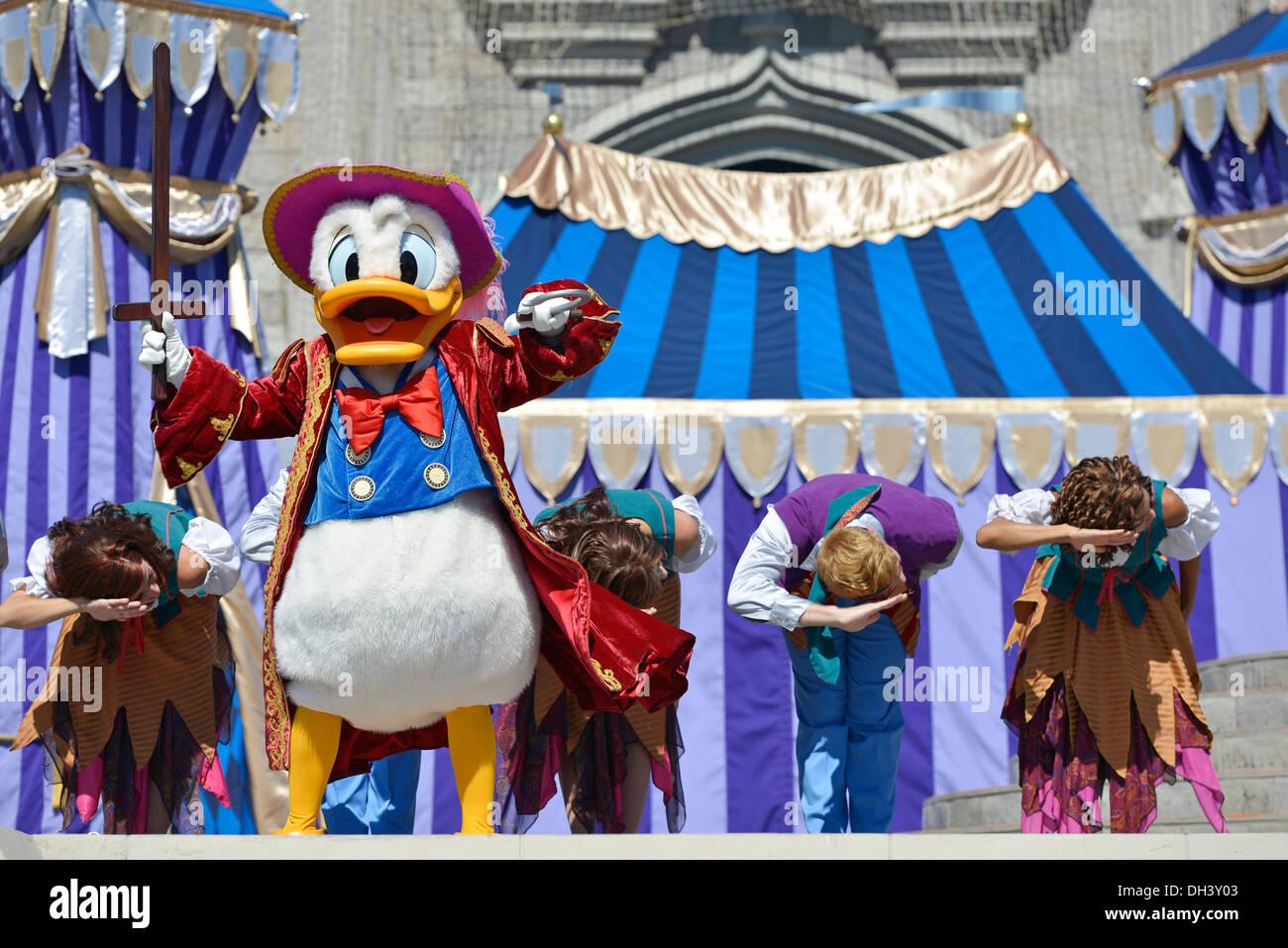 Donald Duck auf der Bühne, Traum entlang zeigen bei Cinderella Castle, Magic Kingdom, Disney World Resort Orlando Stockbild