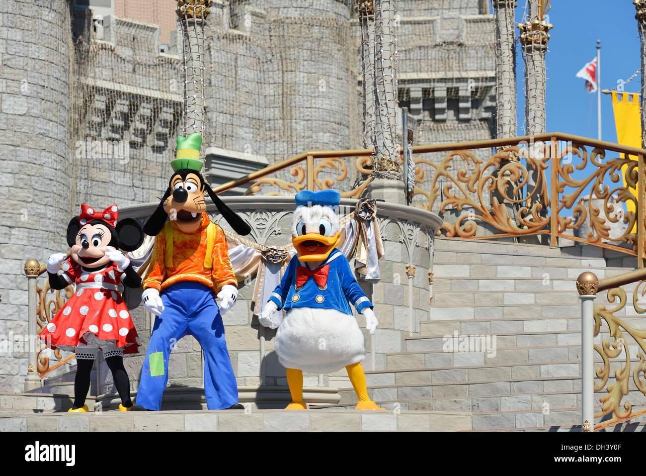 Minnie Mouse Goofy Donald Duck auf der Bühne, Traum entlang Show, Cinderella Castle, Magic Kingdom, Disneyworld, Stockbild