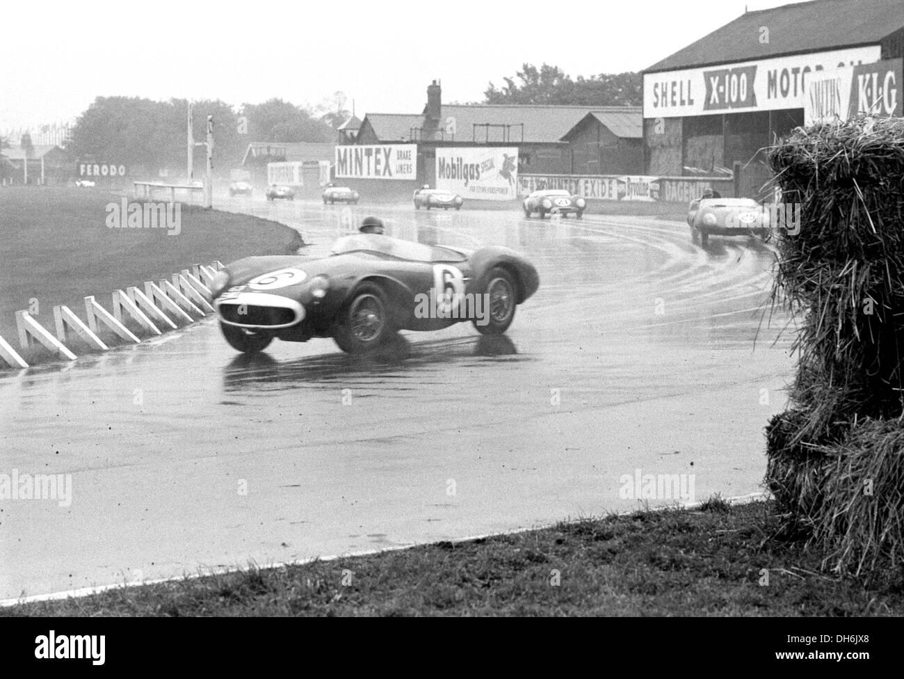 Peter Whitehead in einem Aston Martin DB3S an Tattoos Ecke in Aintree internationalen Rennen, England 20. Juli 1957. Stockbild