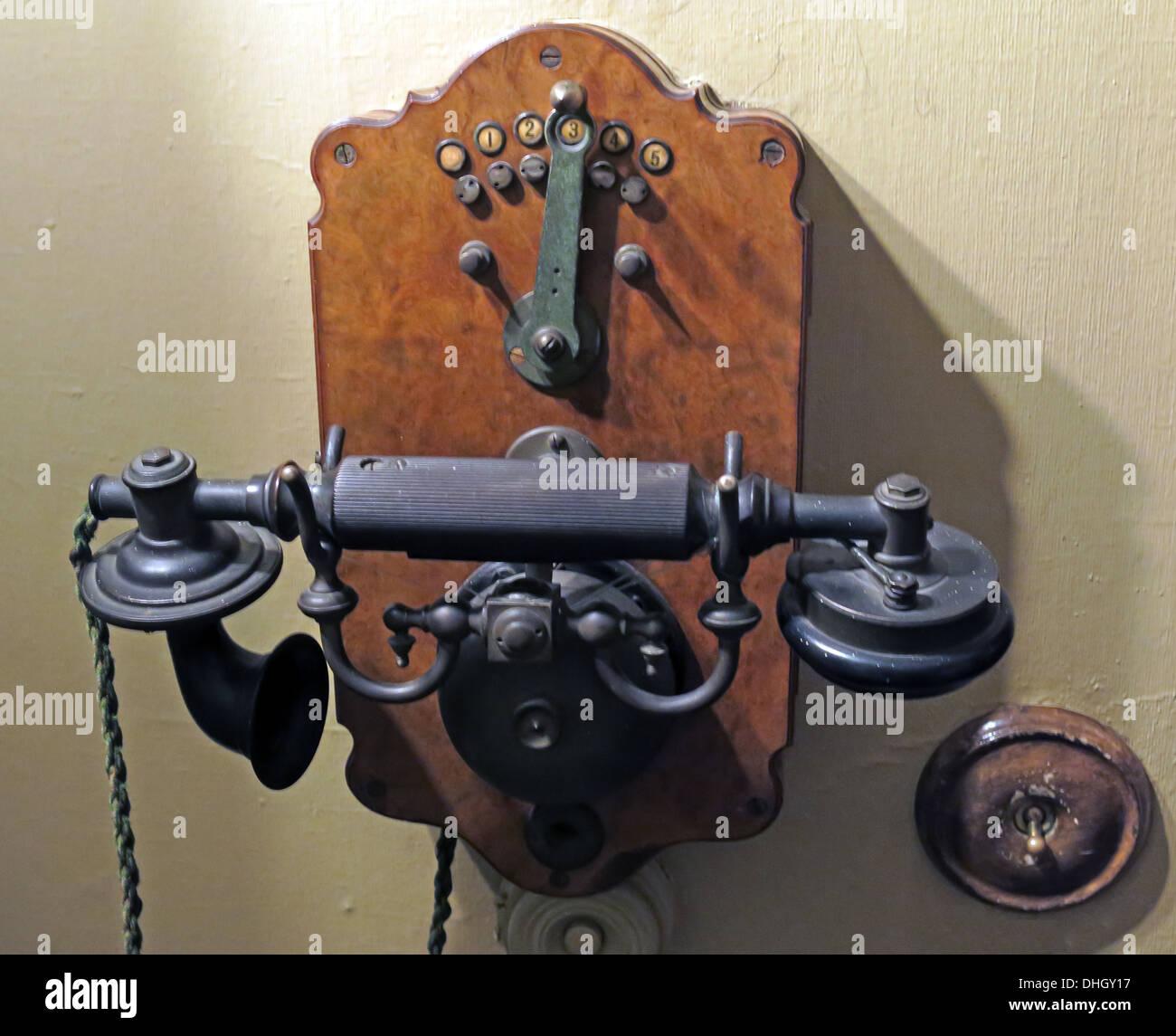 Laden Sie dieses Alamy Stockfoto Altmodische Edwardian Telefon, Dunham Massey NT, Altrincham, Cheshire, England, UK - DHGY17