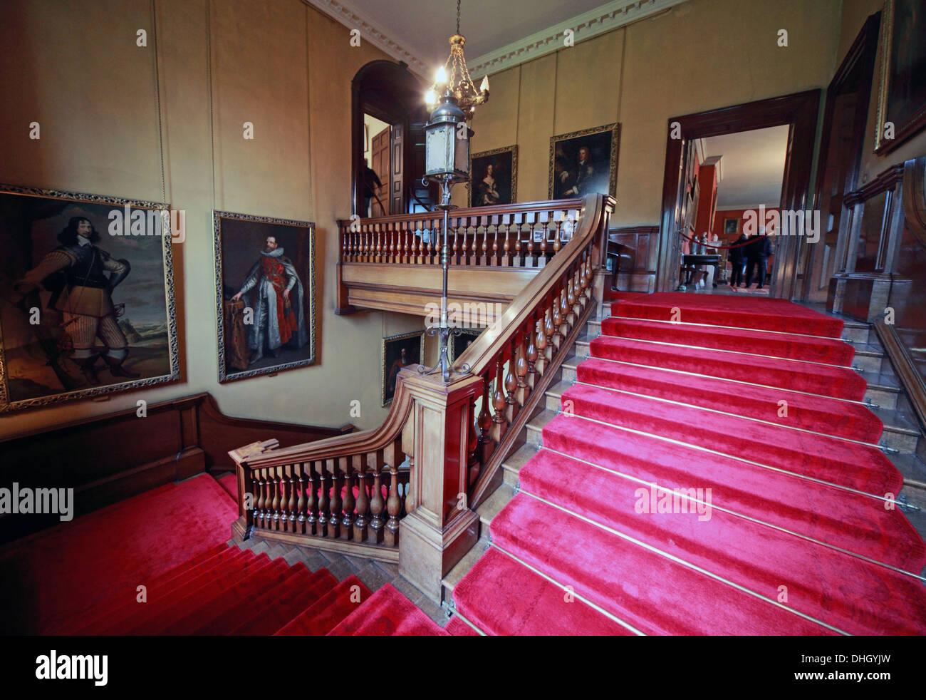 Laden Sie dieses Alamy Stockfoto Treppe in der Halle Dunham Massey Haus NT in der Nähe von Altrincham, Cheshire England UK WA14 4SJ - DHGYJW