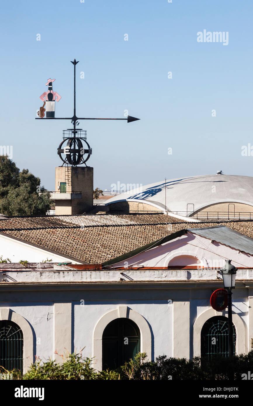 Tio Pepe wetterfahne am Gonzalez Byass Bodegas, Guinness Weltrekord der grössten Windfahne, die funktioniert. Stockbild