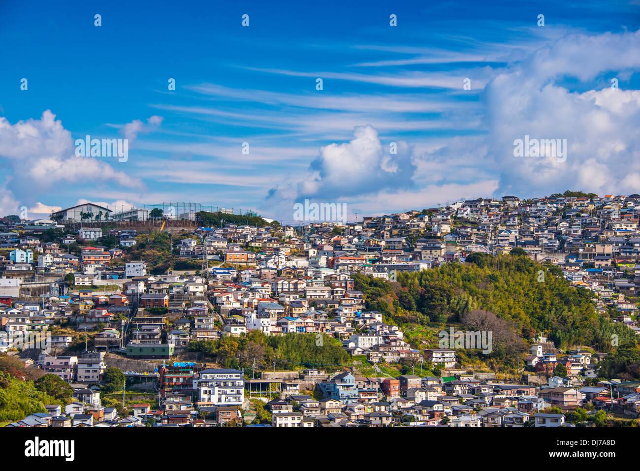 Wohnhäuser bilden die Skyline von Nagasaki, Japan. Stockbild
