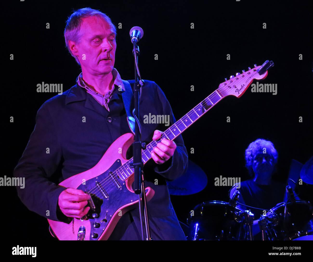 Laden Sie dieses Alamy Stockfoto Tom Verlaine aus New York basierte Fernsehen, live an der Manchester Academy 17. November 2013 - DJ7B8B