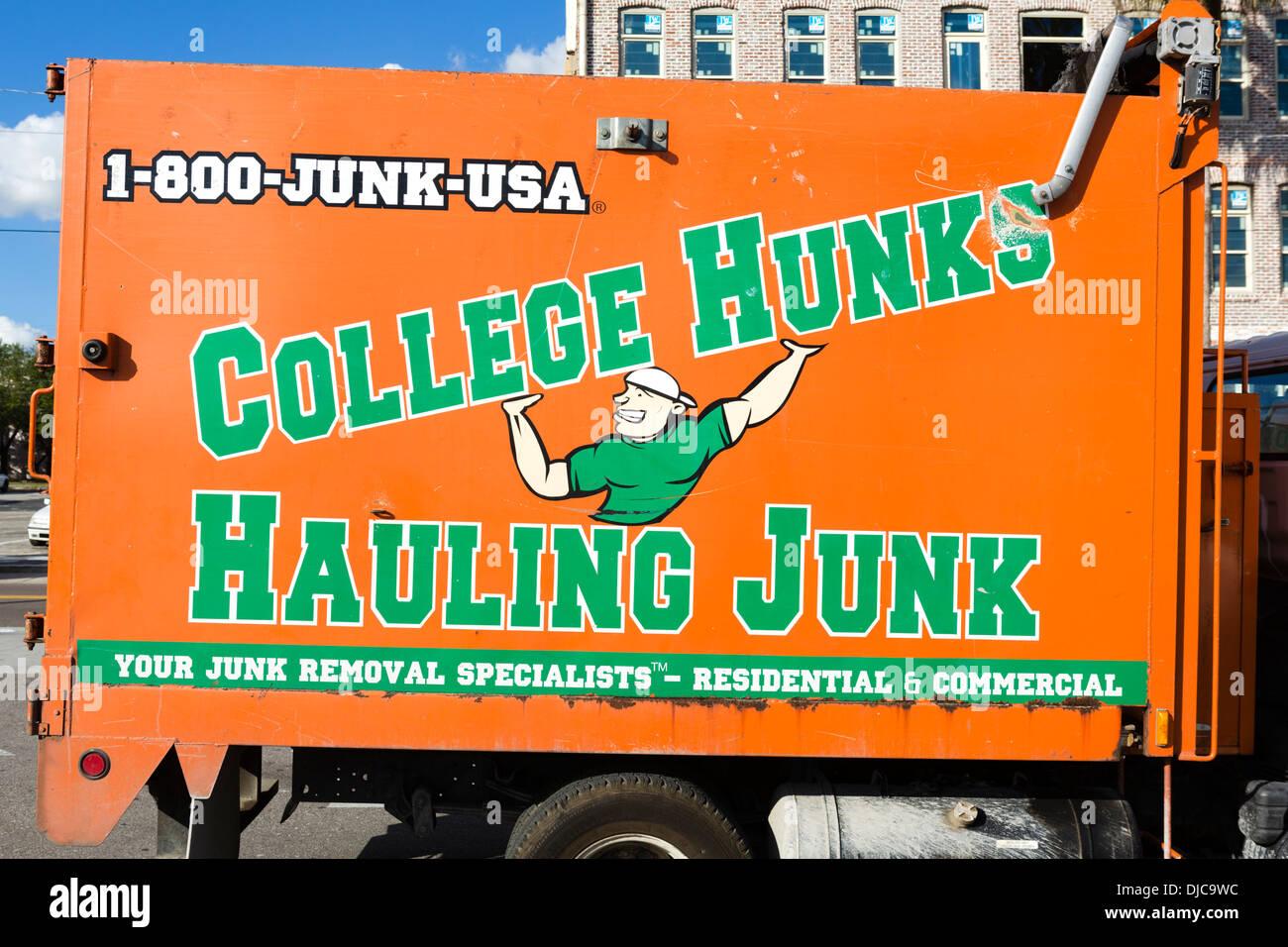 "Ein Umzug LKW für ""College Hunks, schleppen Junk"" Ybor City, Tampa, Florida, USA Stockbild"