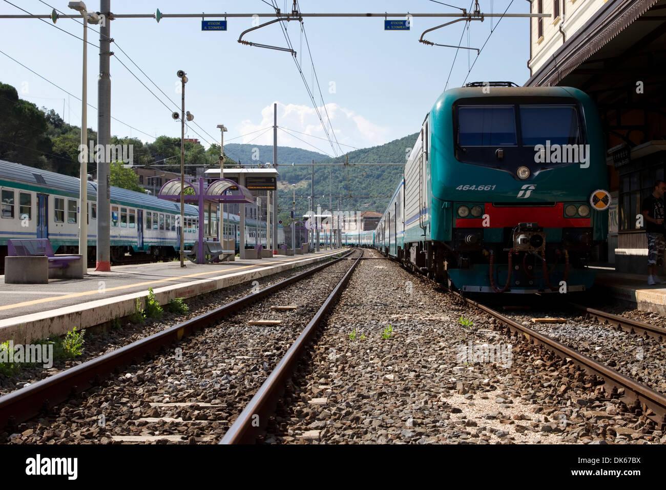Zug in der Plattform im Tivoli Bahnhof in Lazio, Italien. Stockbild