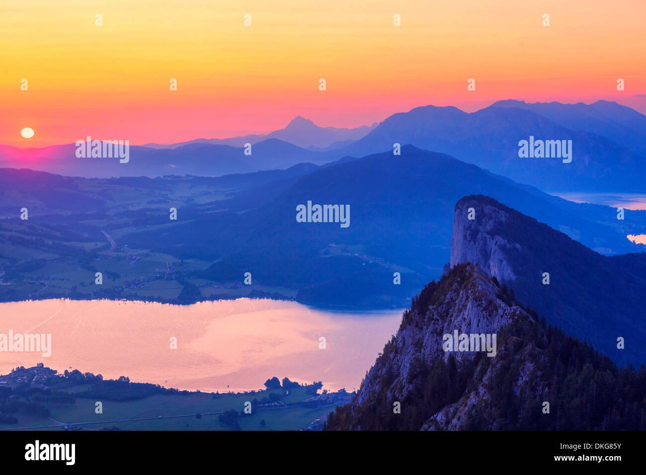 austria salzkammergut mondsee drachenwand mountain stockfotos austria salzkammergut mondsee. Black Bedroom Furniture Sets. Home Design Ideas