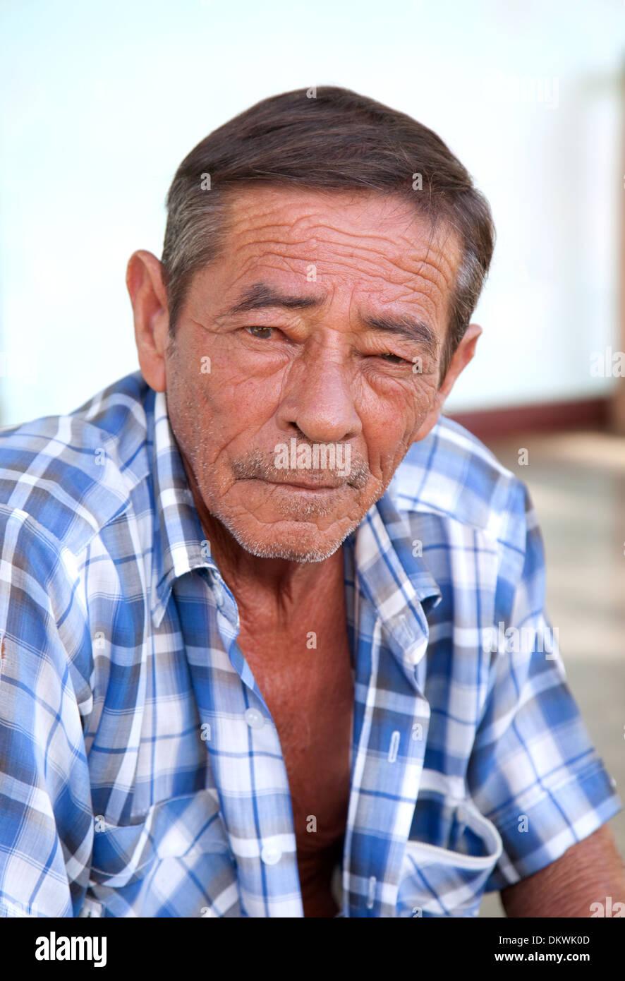 Kubanische Mann, Mitte im Alter, Alter 50er Jahre, Kopf und Schultern Porträt, Vinales Stadt Kuba Karibik Stockbild