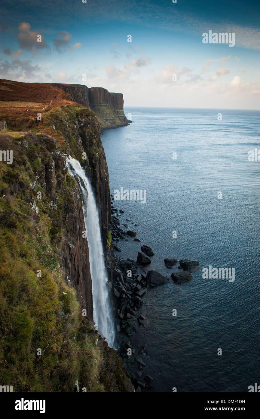 Kilt Rock ist eine 200-Fuß hohen Steilküste. Das Hotel liegt an der Ostküste von Skye, Schottland Stockbild