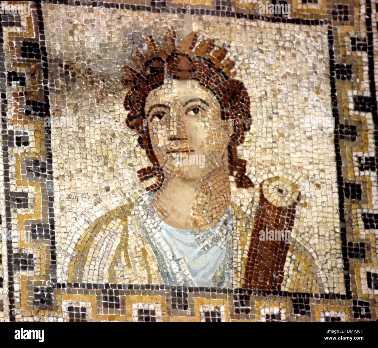 Romano-deutscher Zeit. Mosaik. Clio, Muse der Geschichte, mit Blättern. Stockbild