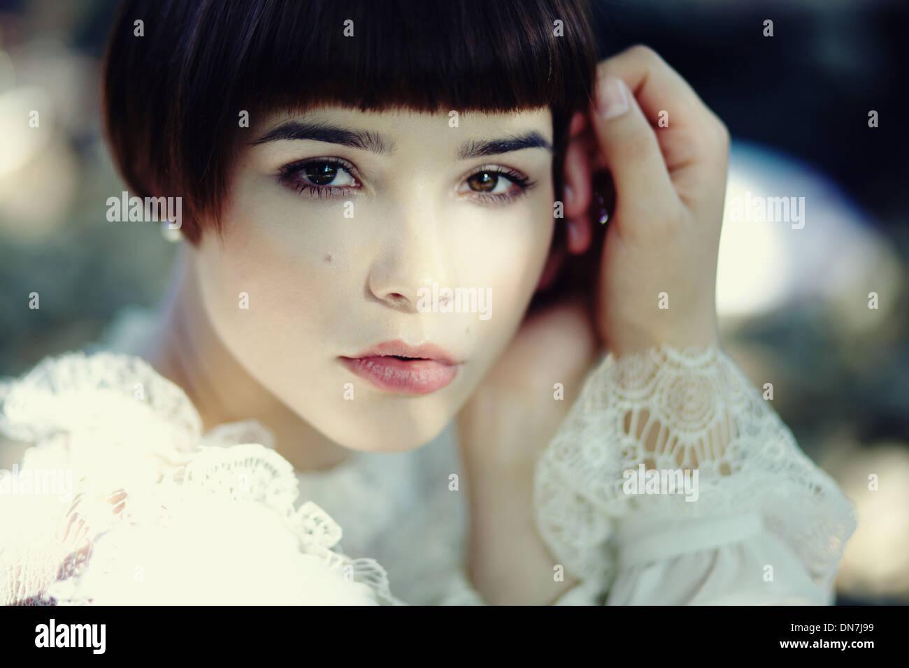 Porträt einer jungen Frau, Blick in die Kamera Stockbild