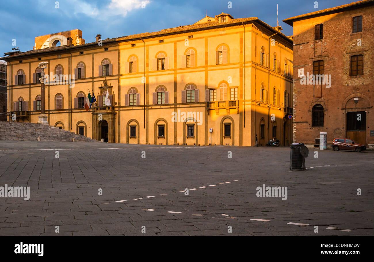 Fassade von einem denkmalgeschützten Gebäude, Siena, Provinz Siena, Toskana, Italien Stockbild