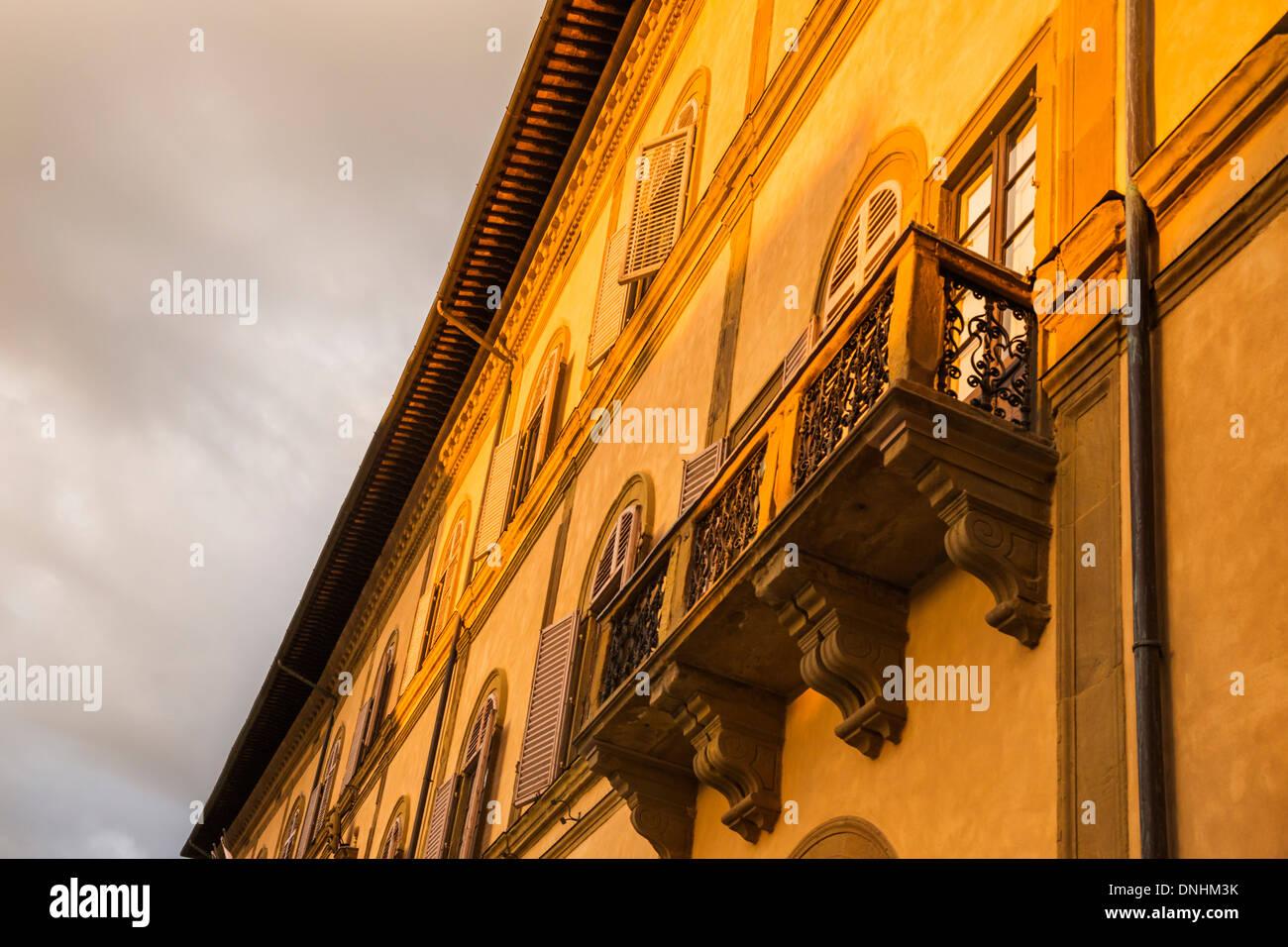 Niedrigen Winkel Blick auf einem denkmalgeschützten Gebäude, Siena, Provinz Siena, Toskana, Italien Stockbild