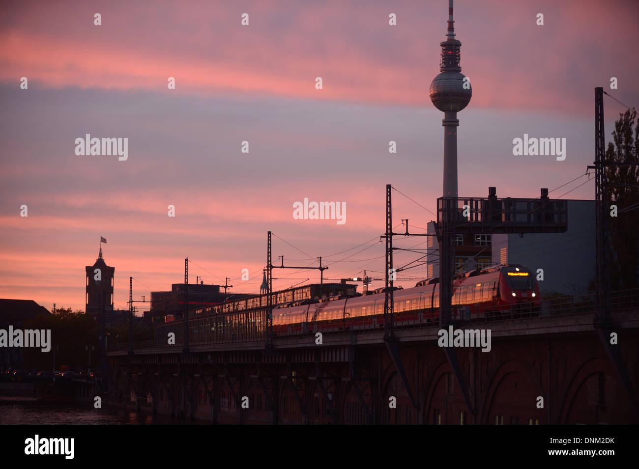Berlin, Deutschland, eine regionale Train Zug in Berlin-Mitte Stockbild