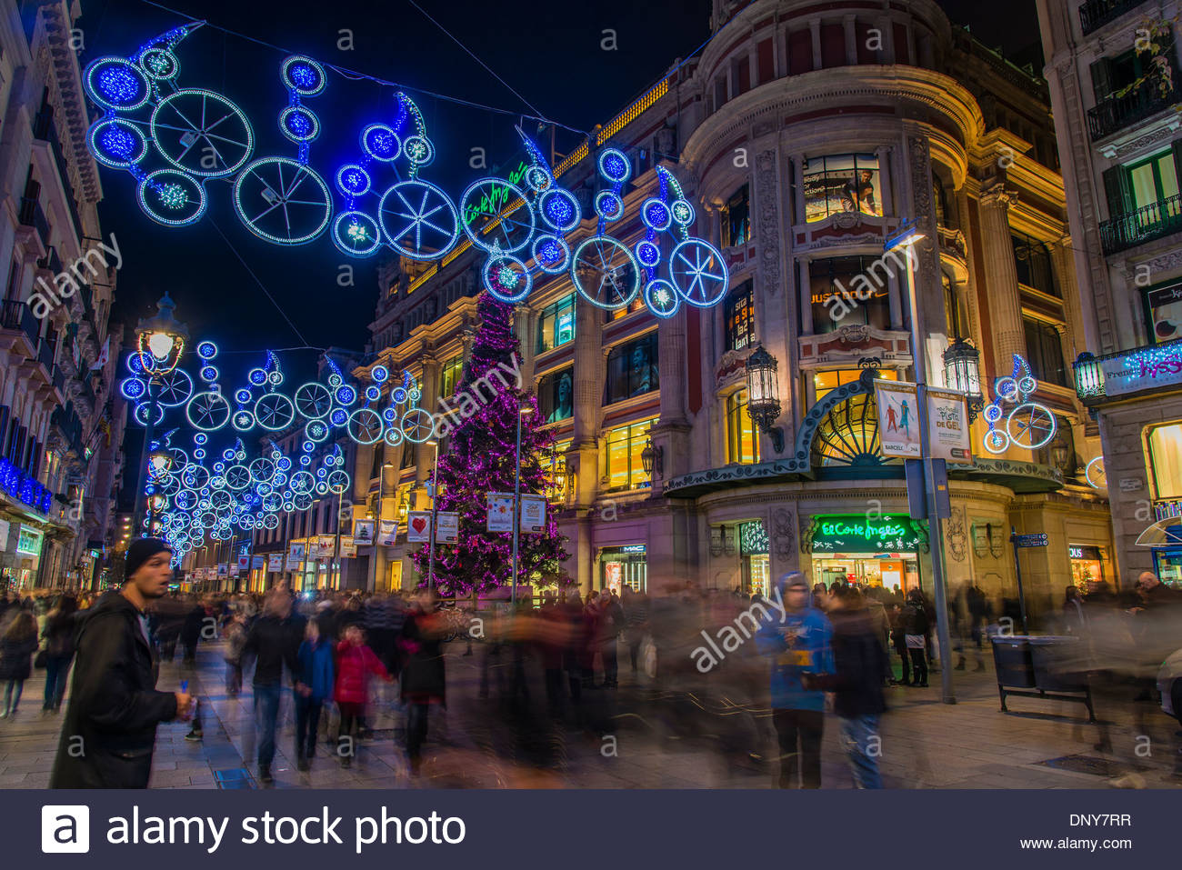 Portal de l ' Angel Fußgängerzone, geschmückt mit Weihnachtsbeleuchtung, Barcelona, Katalonien, Stockbild