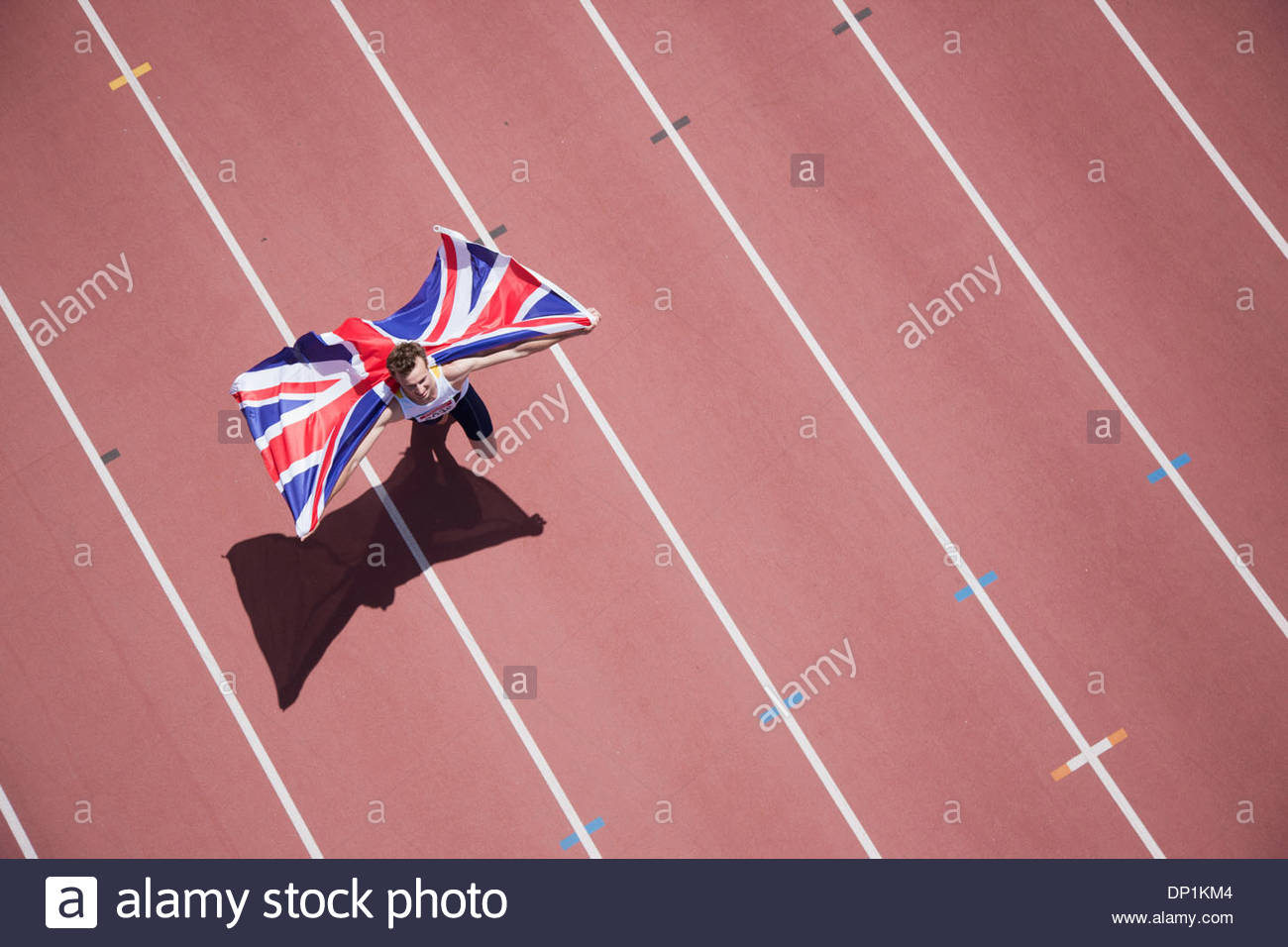 Läufer mit britischer Flagge auf dem richtigen Weg zu feiern Stockbild