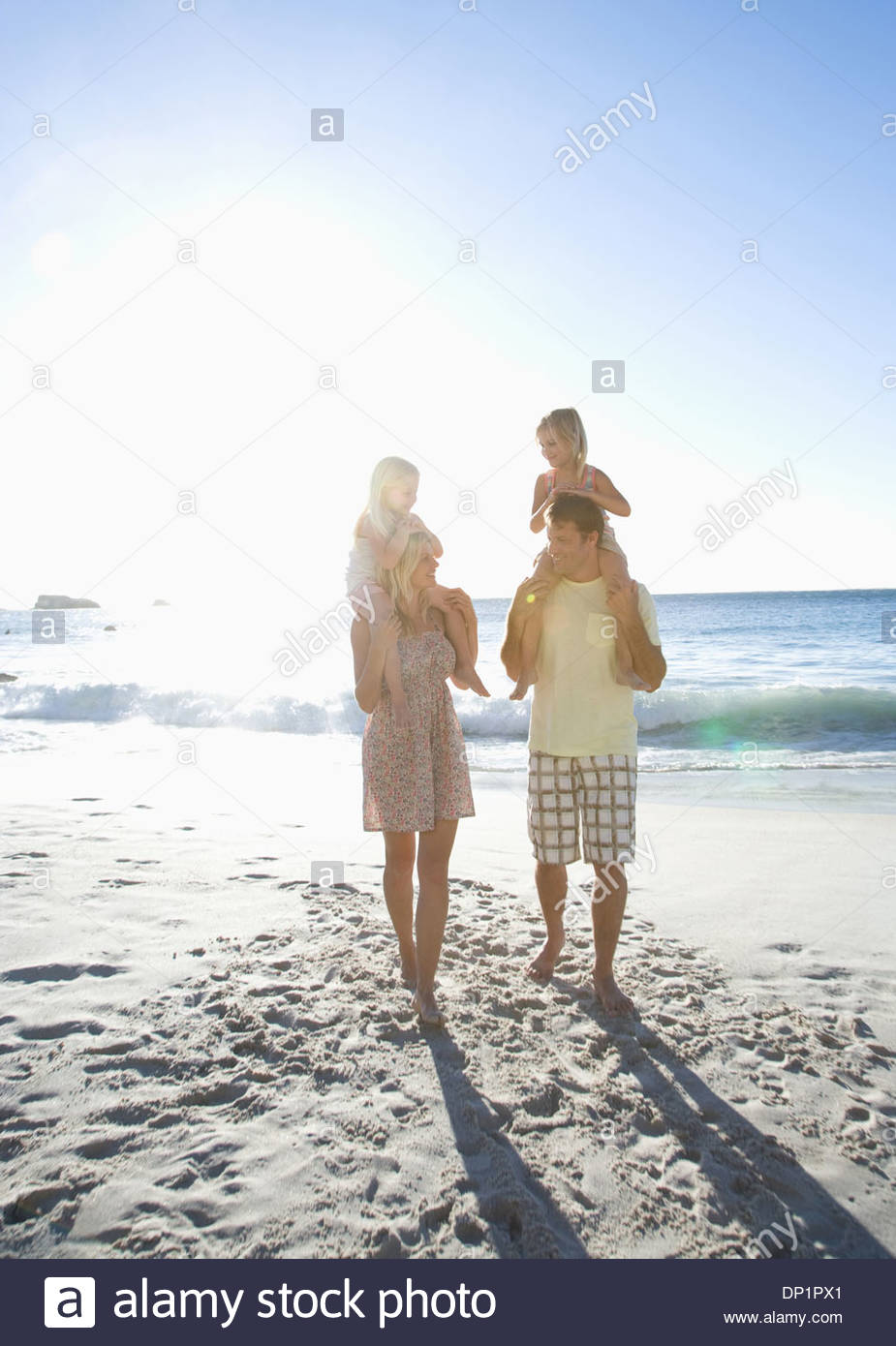 Familie am Strand Stockbild